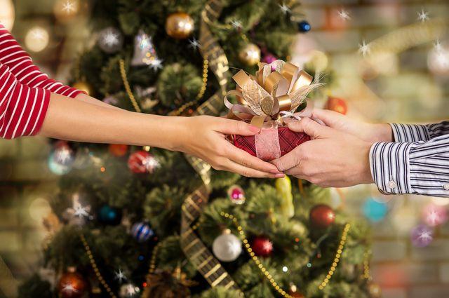 Как дарить новогодние подарки, или Намазано ли медом под 37