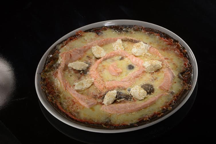 Рецепт необычной итальянской пиццы из черного теста
