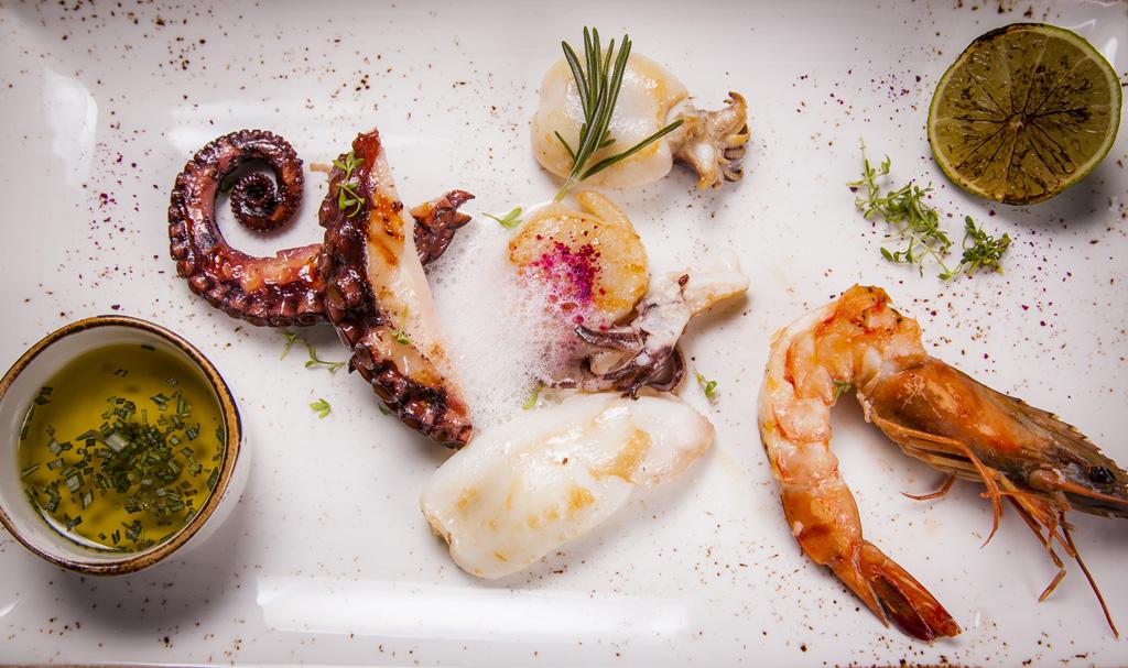 Рыбные блюда и морепродукты в меню винотеки GRAPE