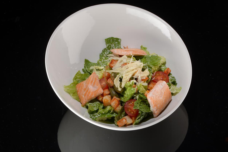 Рецепт салата цезаря с лососем из кафе Gianfranco