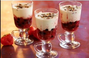 Рецепт ягод фламбе с нежным кремом  маскарпоне