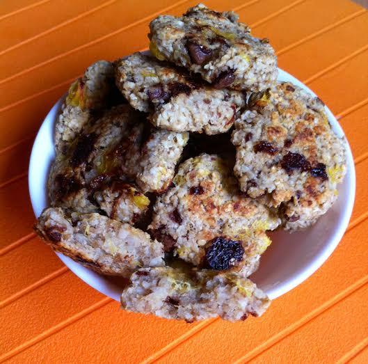 Рецепт творожно-ячменного печенья с шоколадом и персиком