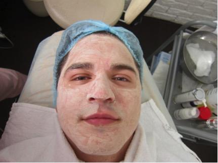 Зачем обычному не гламурному мужчине посещать косметолога?