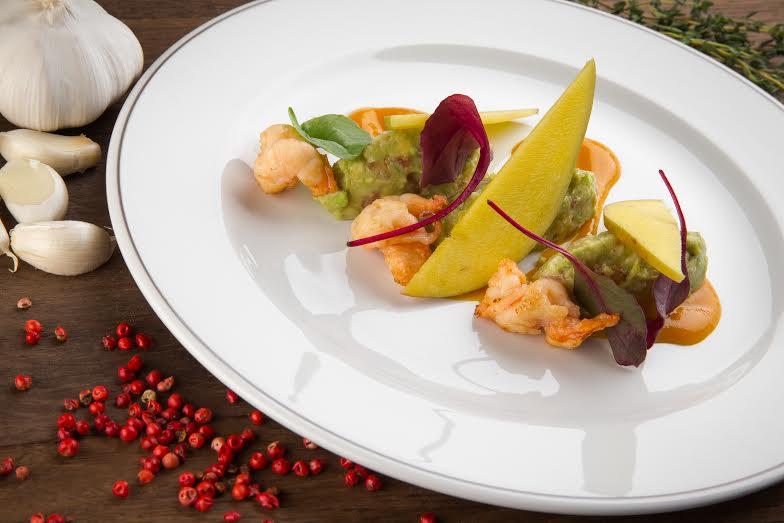 Рецепт гуакомоле с креветками гриль и соусом из манго