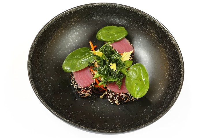 Рецепт тунца в кунжуте с овощами в воке