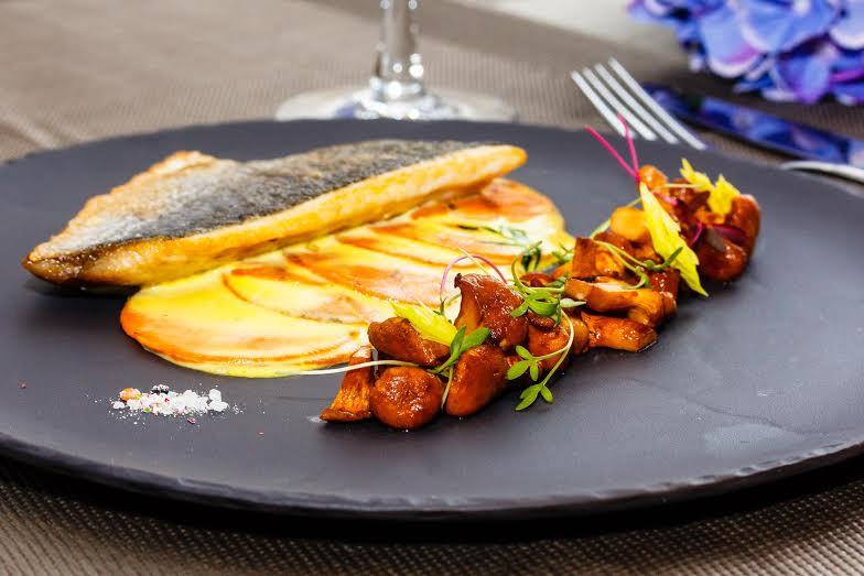 Рецепт -  филе дорадо с бататом, лисичками и сливочным соусом от шеф-повара  ресторана Ribambelle Михаила Кукленко