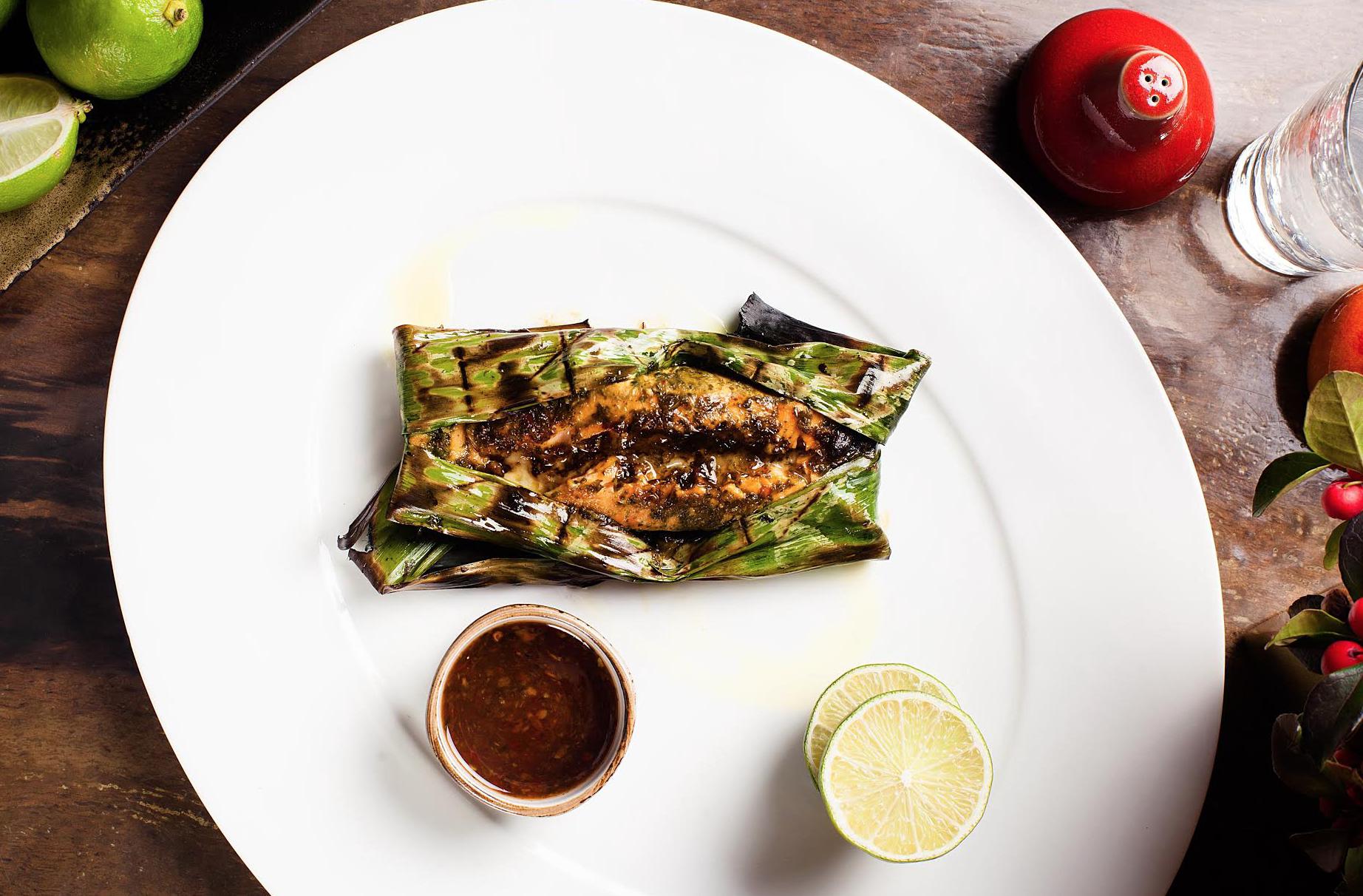 Маринованный лосось в банановом листе - ресторанный рецепт