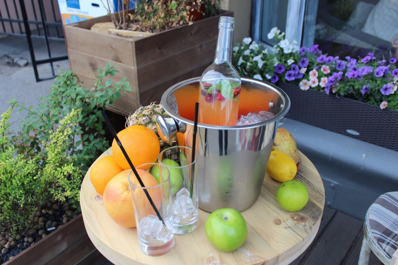 Летние напитки в кафе «Пироги Вино и Гусь»