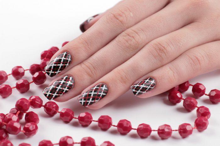Nail-дизайн «Шотландская клетка»