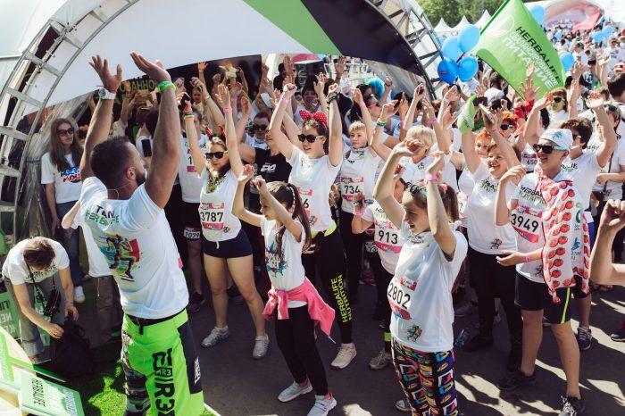 Компания Herbalife выступила BTL-партнером Красочного забега