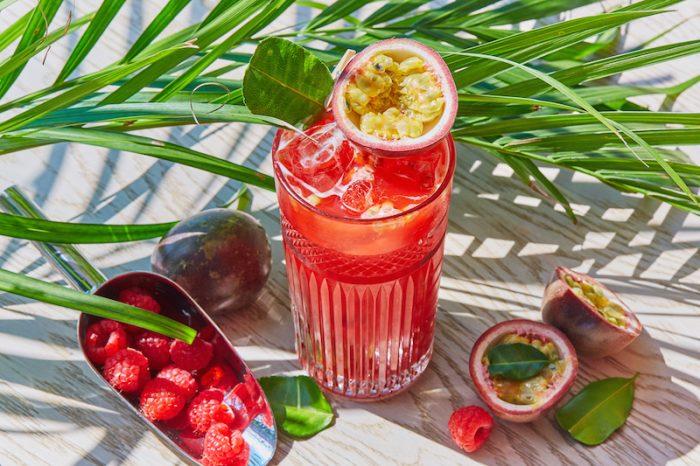 Поймать лето за хвост: освежающие коктейли в ресторанах города