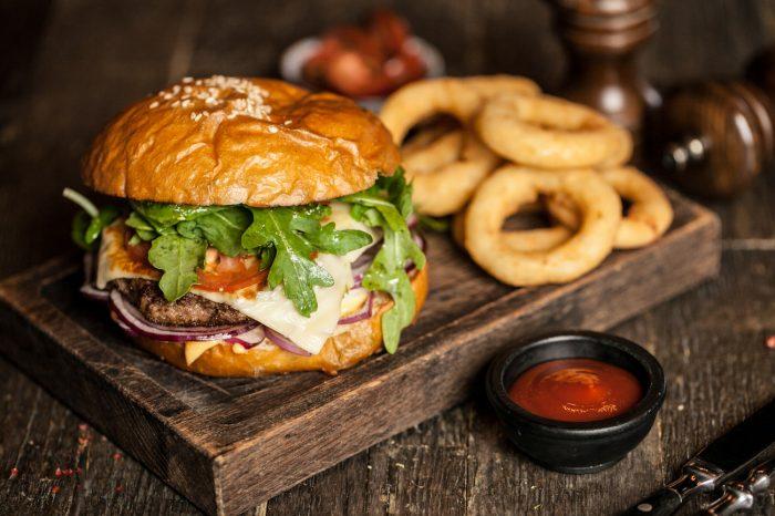ХИЩNIK Cтейкs & Burgers – авторские бургеры от бренд-шефа Александра Грицай.