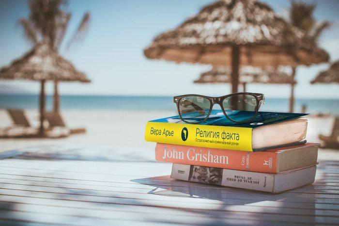Отпускной роман: 5 книг, от которых невозможно оторваться