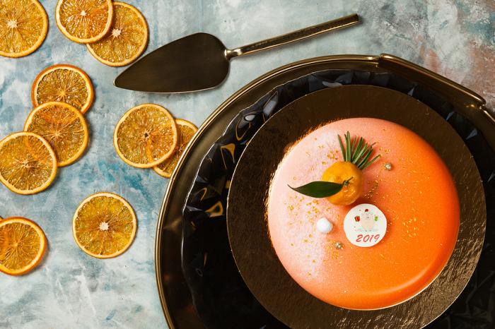 Новогодняя коллекция десертов от Кофемании и Cake Buro