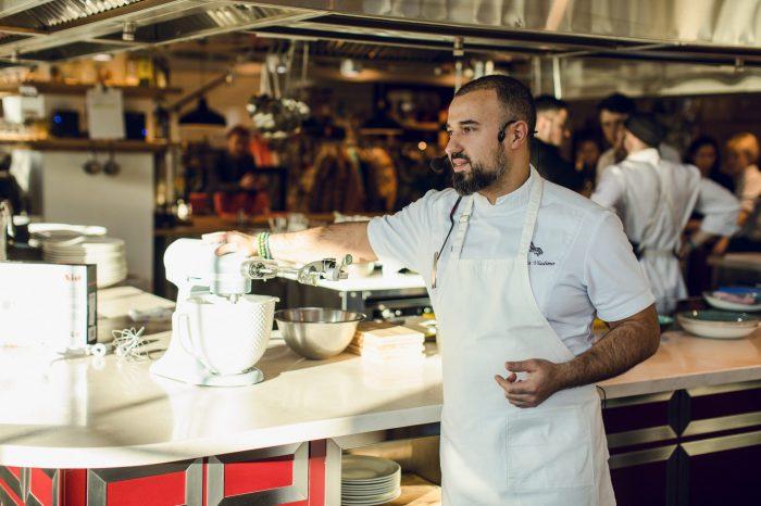 Владимир Мухин и компания KitchenAid провели мастер-класс, приуроченный к юбилею легендарного американского бренда