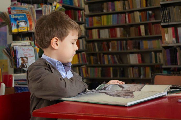 Как помочь ребенку заговорить на английском, если дома его никто не знает