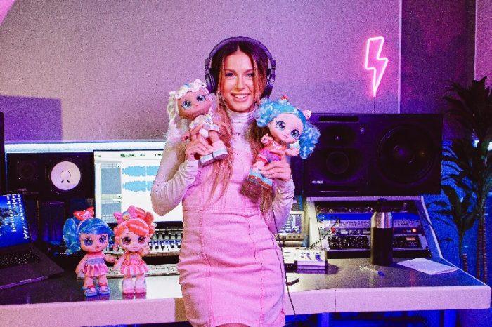 Нюша спела песню веселых подружек из мультсериала «Кинди Кидс»