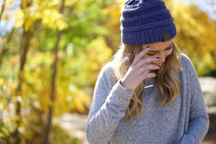 4 лайфхака, которые помогут сохранить прическу под шапкой